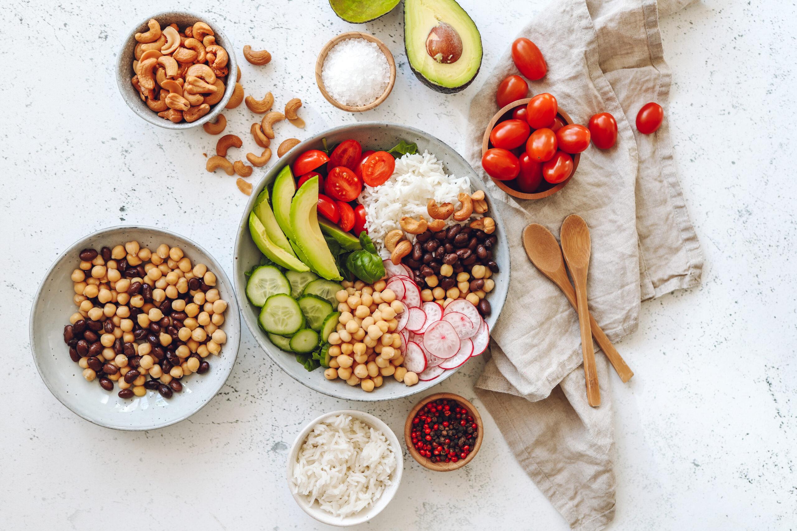 Groentebowl Met Basmati, Avocado En Cherrytomaten